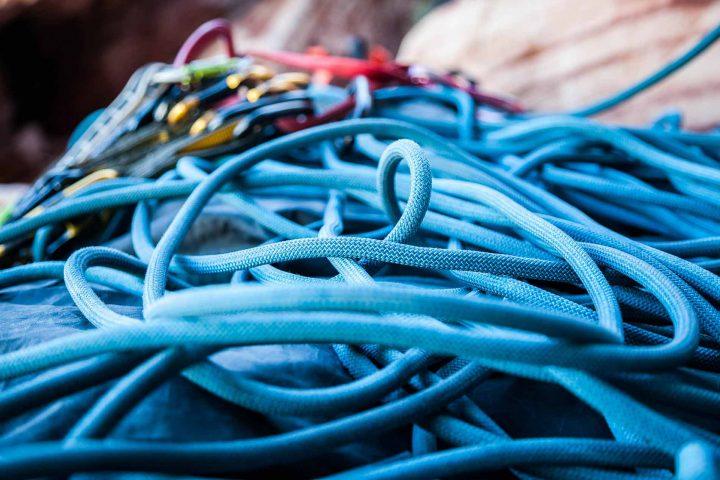 Bringt das Seil auf Spannung